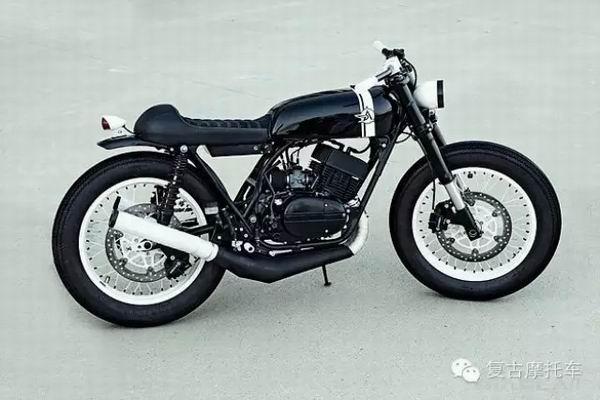 爱上复古摩托车YamahaRD350