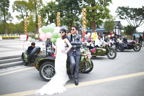 温州新郎用10辆边三轮摩托车迎亲人气爆棚
