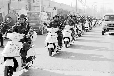 威风凛凛!喀什民兵骑摩托上街巡逻执勤