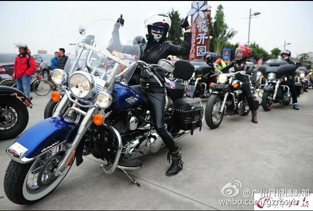 广州街头一群女车友骑霸气摩托兜风