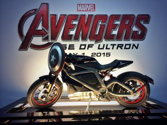 复仇者联盟2中的电动哈雷戴维森摩托车