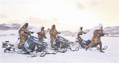 辽宁步兵师驾驶新型摩托雪橇雪原突击