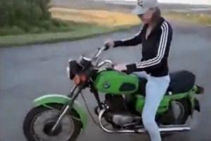 笑翻了!摩托车搞笑失误集锦