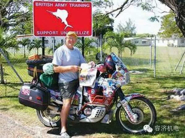 60多岁老人骑摩托车周游世界