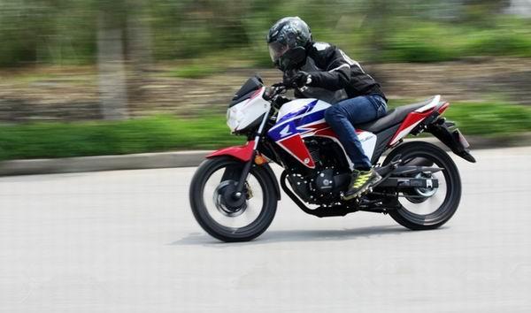 摩托车大风中骑行安全防护