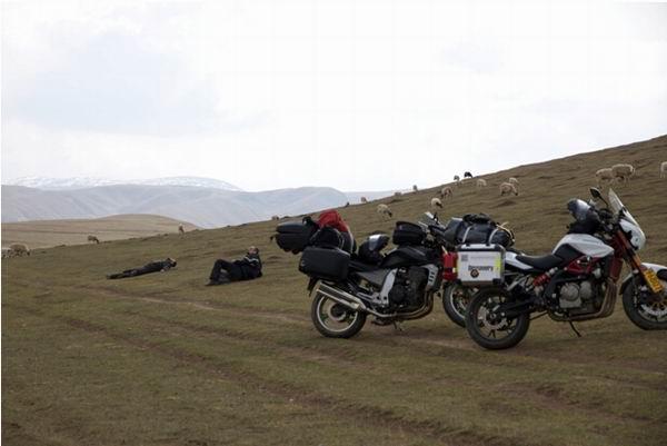 法国小伙骑黄龙穿行万里走丝路(4.21至4.28)