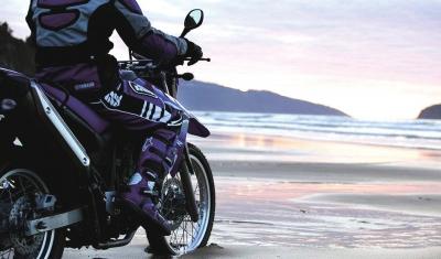 摩托车旅行一种时尚的休闲生活方式