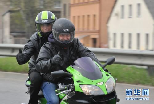 拉脱维亚举办摩托车巡游