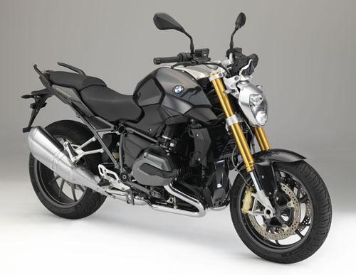 bmw 展台,全新 boxer 街车 bmw r 1200 r 和新款超级摩托车 bmw s