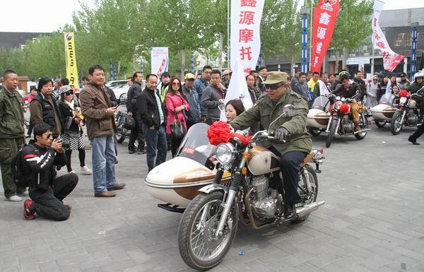 """挎子风云再起鑫源""""周末风""""北京首批用户交车"""