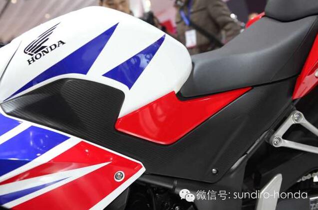 新大洲本田���l售CBR300R�典三色版