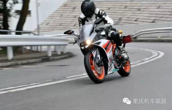 香港媒体对KTMRC390ABS的试驾体验