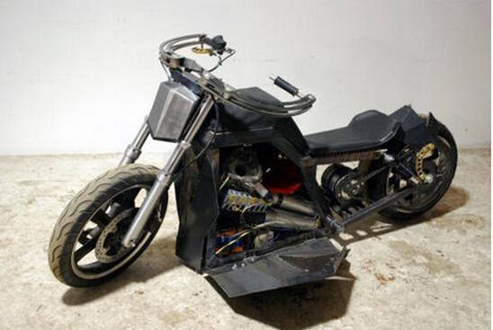澳洲大学生设计出环保摩托车:使用风力和太阳能