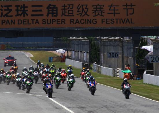 泛珠ZIC超级摩托车赛第一回合强龙压住地头蛇