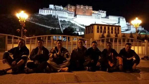 会师拉萨二期进藏团平安到藏