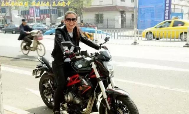"""东北摩托联盟人物访谈骑蓝宝龙300的""""施娃�M格"""""""