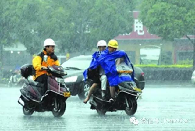 梅雨天摩友出行必备,安全第一!