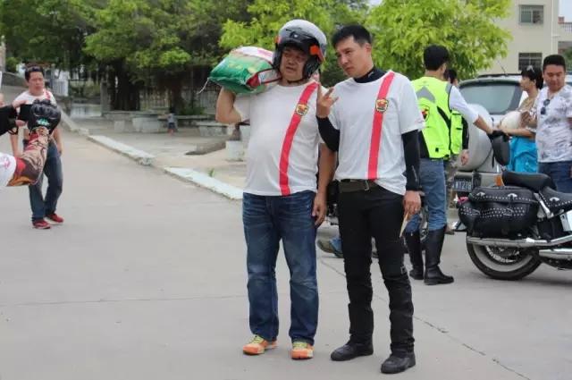 广东珠海520机车俱乐部六一送爱心