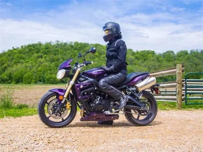骑着川崎忍者跑了两万英里的女战士!