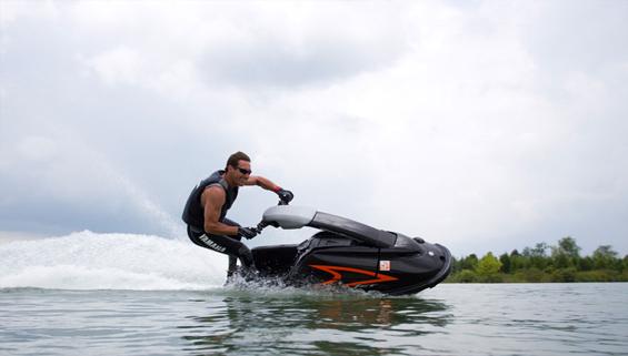 雅马哈Solo轻便形摩托艇