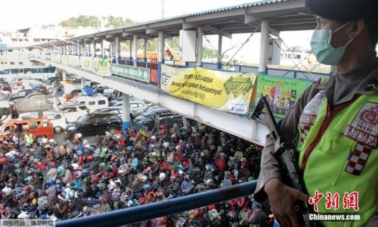 印尼澳门永利官网大军返乡迎接开斋节场面壮观