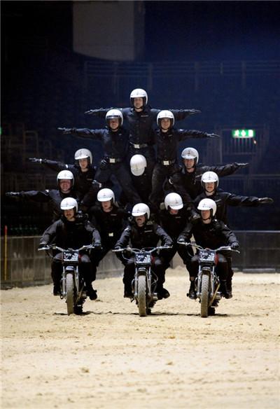 为什么印度的摩托车队在阅兵式上要那么拼?