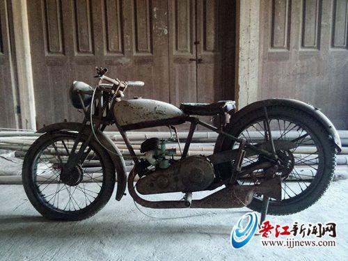 �砬魄�1932年�姆坡少e漂洋�^海到�x江的摩托�