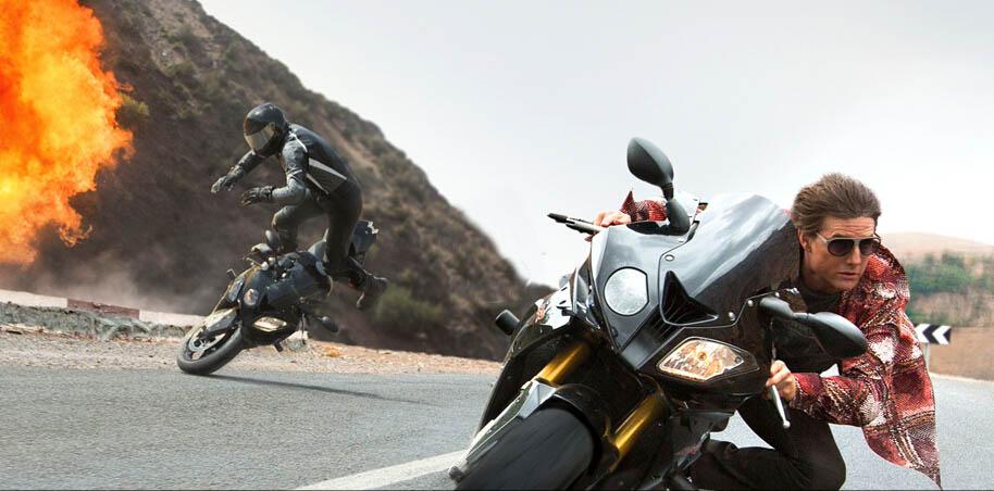 《碟中谍5》汤姆克鲁斯开挂驾飞车骑摩托