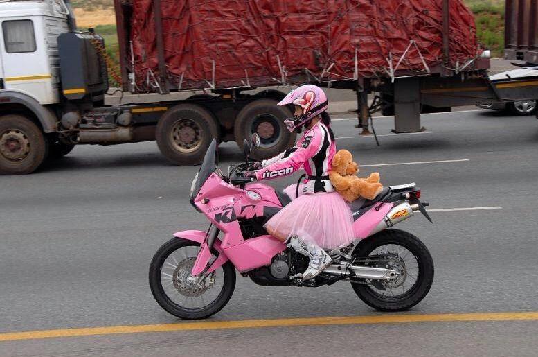 粉红萝莉爆萌KTM摩托车改装