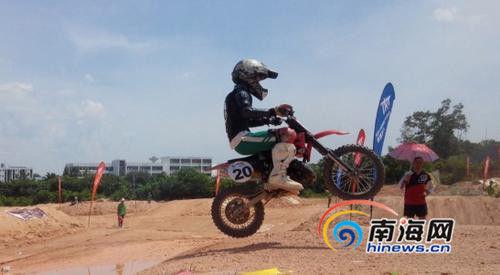 屯昌9岁女童夺越野摩托车赛冠军市民:太危险了