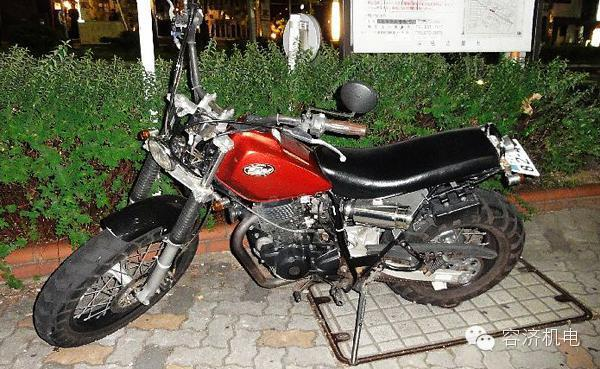 徜徉在日本街头的摩托车,悠然自得