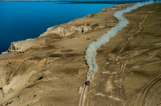 环塔拉力赛第7赛段湖景迷人摩托车组冠军留悬念