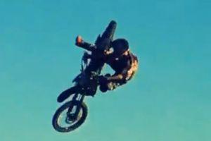 震撼大片!天空才是摩托车的极限
