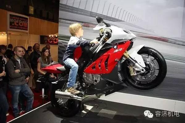 摩托车,巴黎年轻人的时尚选择