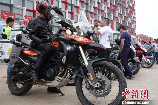 2015青海风马汽车音乐节之草原汽车狂欢节正式发车