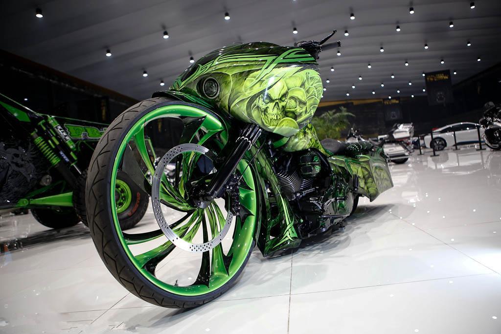 哈雷摩托车炫酷改装夸张外观尽显暴力美学