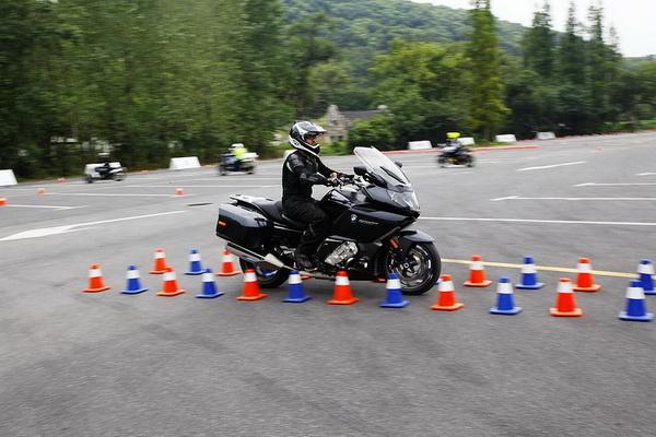 大男孩的新玩具实拍体验BMWF800GS摩托车