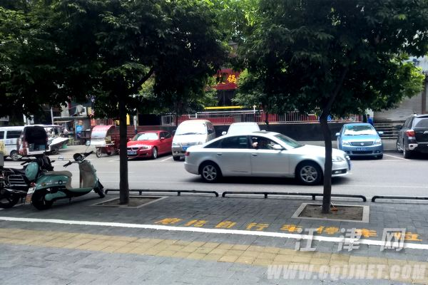 �捉�街道:151�摩托�停放�c免�M供市民使用
