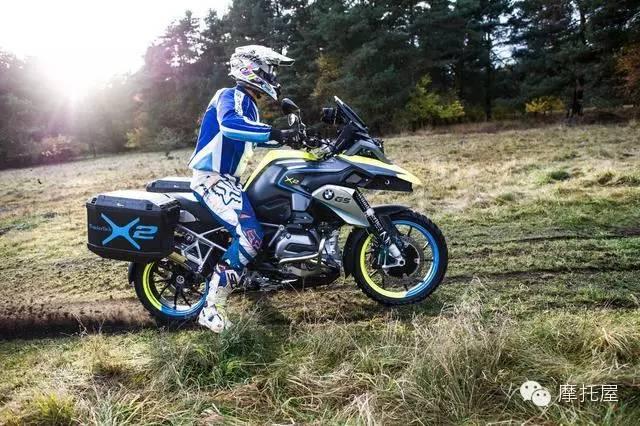 宝马推油电混合动力摩托车