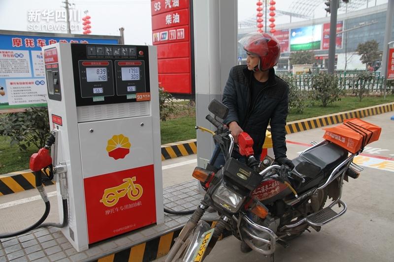 中石油四川摩托车自助加油站运行良好