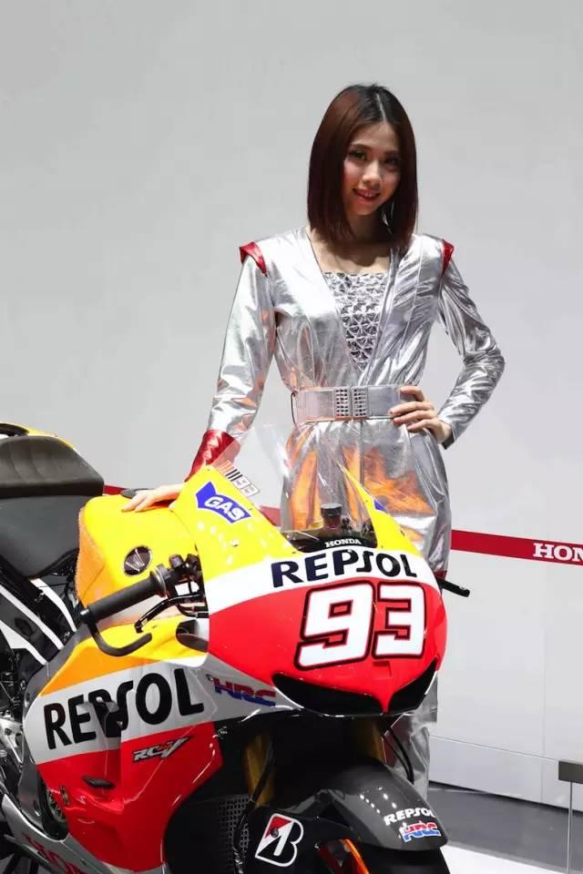 广州车展Honda展台现场叱咤赛场和马路的大排摩托