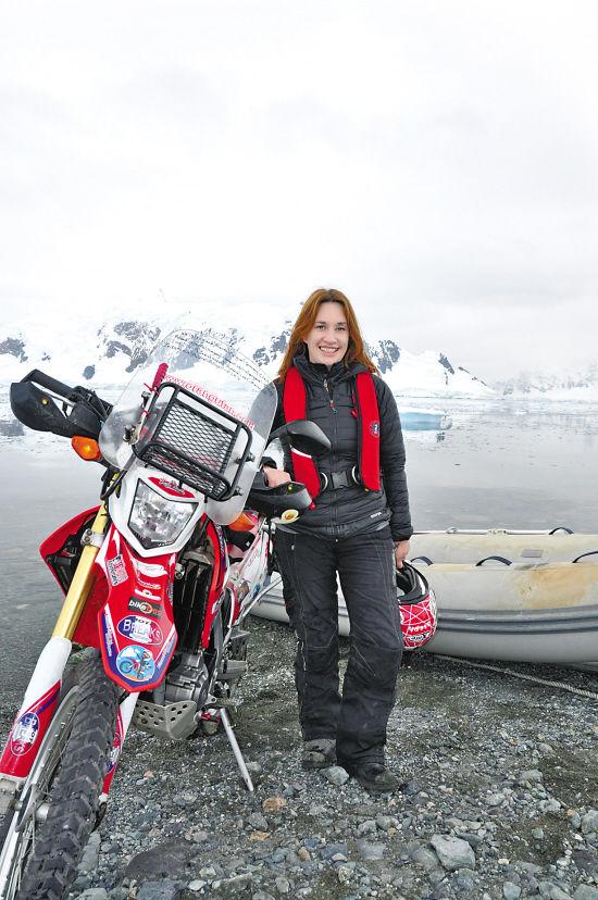 骑着摩托上南极的女人