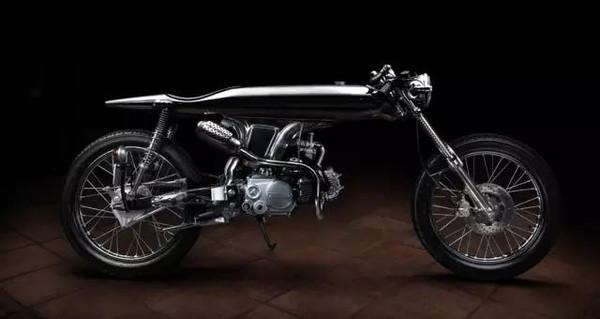 抽象主义的定制摩托车夏娃(Eve)。