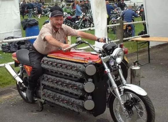 吉尼斯世界纪录!48缸的超级大摩托!