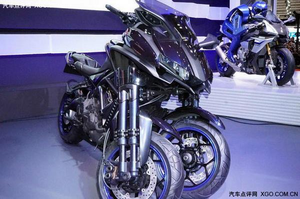 双前轮的科幻摩托车YAMAHA全新概念车