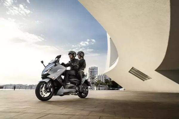 雅马哈TMax系列新款来袭—LuxMax低调的光彩安逸