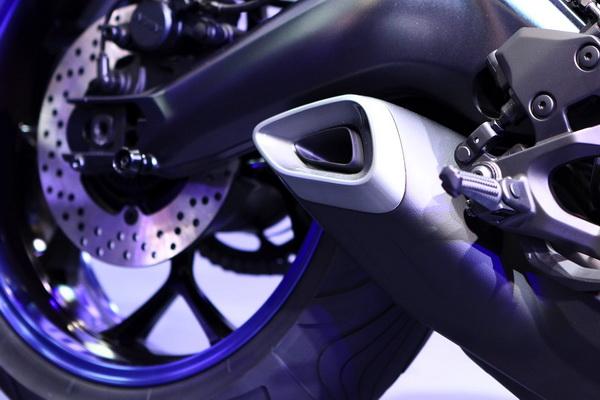 放大观察:YamahaMWT-9三轮概念车
