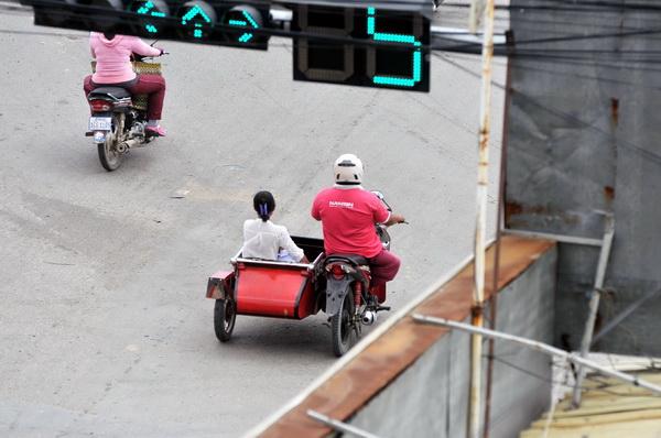 反向驾驶位置设计的弯�疟呷�轮