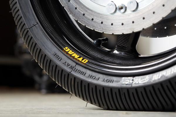 """细节特写:西班牙的定制、YamahaXJR1300""""大灰熊"""