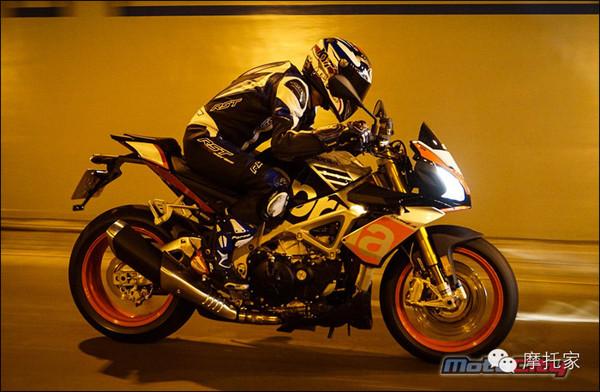 强悍性能+轻松骑行的阿普利亚TuonoV41100